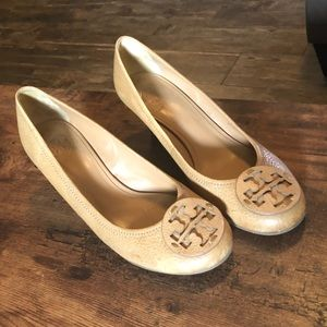 Tory Burch Nude Soft Leather Logo Wedge